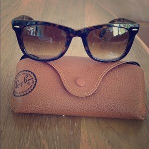 Foldable tortoise rayban sunglasses